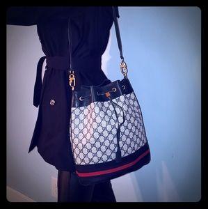 Gucci Drawstring bucked bag
